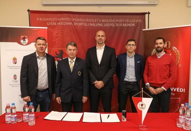 Együttműködési megállapodást írtak alá a BHSE és a MÖSZ képviselői