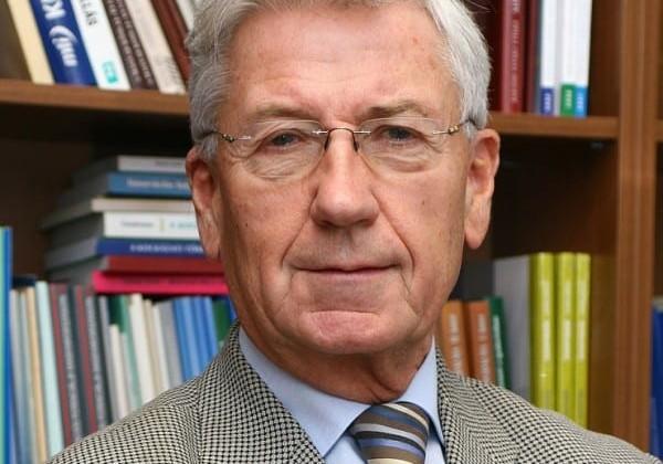 Isten éltesse Dr. Pakucs Jánost!